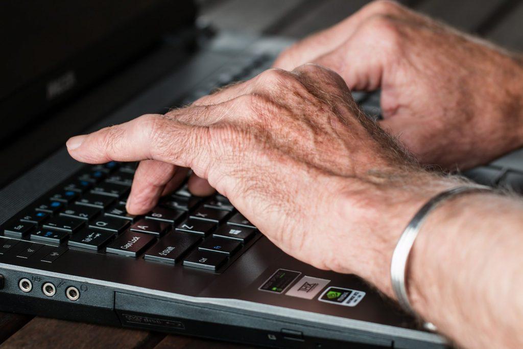 Diverses facettes de la littératie numérique chez les aînés
