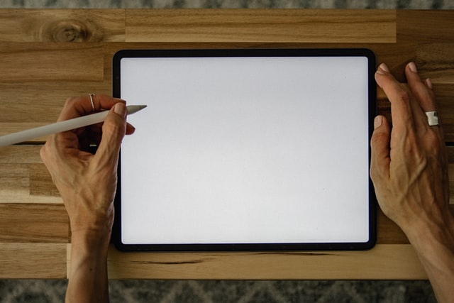 Tablettes-ipad-android-touchers-de-base